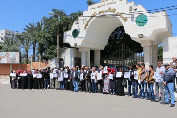 حملة التضامن مع النائب خالدة جرار وروابط المرأة بالوسطى تنظمان وقفة تضامنية معها بغزة
