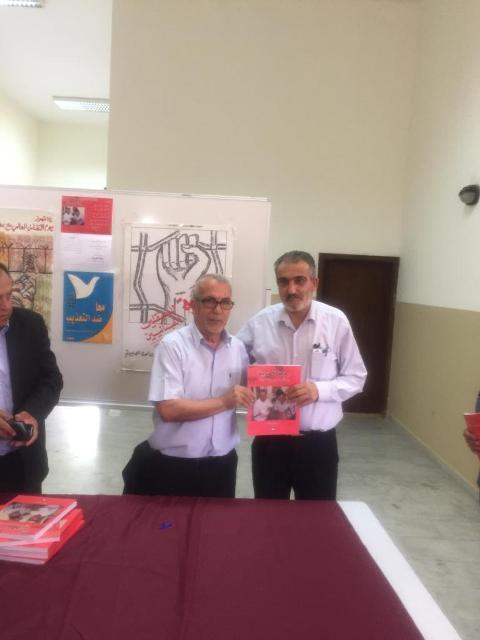 الشعبية تشارك في حفل توقيع كتاب رسائل الحرية (رسائل سمير القنطار بخط يده)