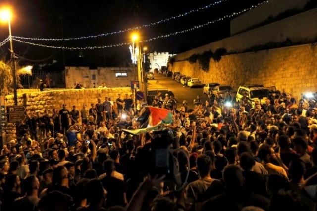 الاحتلال يعتقل 8 شبّان من الأقصى واندلاع مواجهات في عدة أحياء مقدسيّة