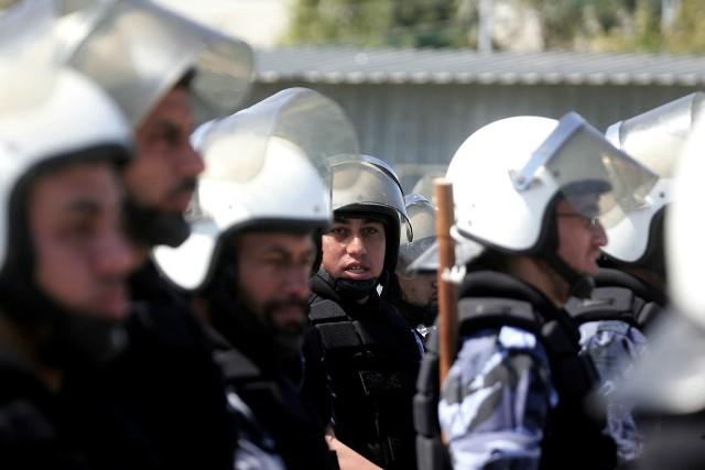 الشعبية تدين اعتقال المكلفين بتحديث بيانات الموظفين بغزة