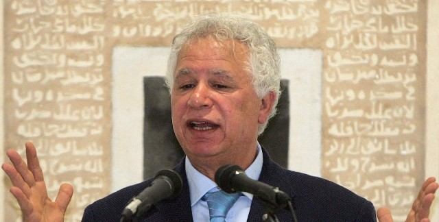 وفاة الشاعر والاديب الفلسطيني مريد البرغوثي