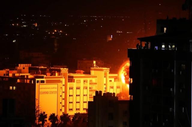 المقاومة ترد على العدوان.. والاحتلال يواصل قصف غزة