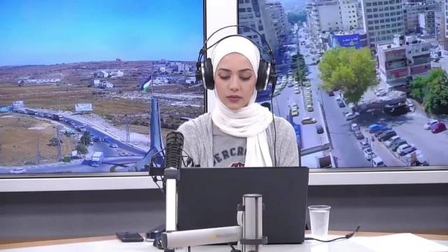 حملة الكترونية لمناصرة مذيعة فلسطينية عبّرت عن نبض الشارع وغضبه العارم من عودة العلاقات مع الاحتلال