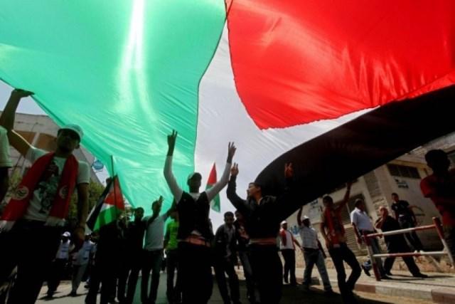 دائرة اللاجئين في الشعبية: على قيادة منظمة التحرير العمل على استعادة الوحدة الوطنية الشاملة