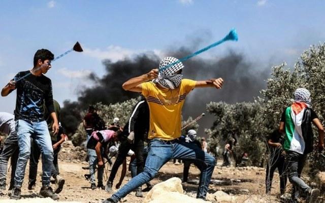اعتداءات جنوب نابلس.. والفلسطينيون يتصدّون لاقتحام بلدة يعبد