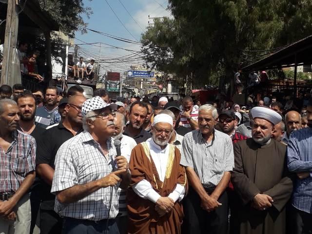 مسيرات جماهيرية تعم مخيمات صور احتجاجًا على قرار وزارة العمل اللبنانية