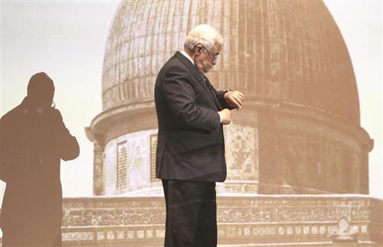 خطة لإطاحة محمود عباس؟