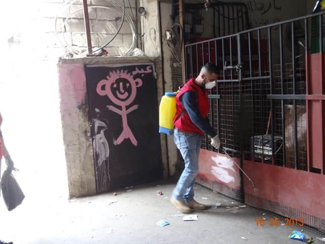 اللجان العمالية الشعبية الفلسطينية في منطقة صيدا قامت بحملة رش وتعقيم في الأحياء بعين الحلوة