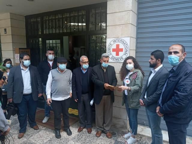 لجنة الاسرى والمحررين  للجبهة الشعبية لتحرير فلسطين في لبنان  تقدم مذكرة للصليب الاحمر الدولي