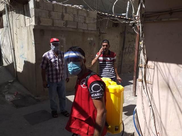 اللجان العمالية الشعبية الفلسطينية في منطقة صيدا تستأنف حملة التعقيم والرش في عين الحلوة