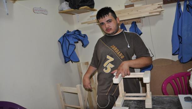 أحمد شخص معوّق منتج وفعّال