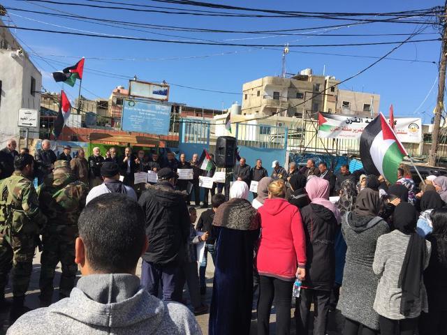 تنديدًا بصفقة القرن وتأكيدًا على التمسك بالحق الفلسطيني، وقفة احتجاجية في مخيم الرشيدية
