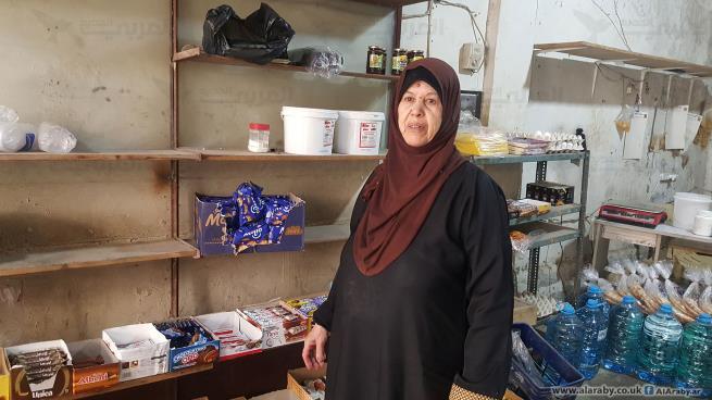 عائشة خطاب أعالت أبناءها اللاجئين من خلال دكانها