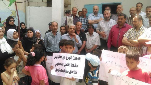 اعتصام أمام مكتب مدير الأونروا في مخيم البداوي