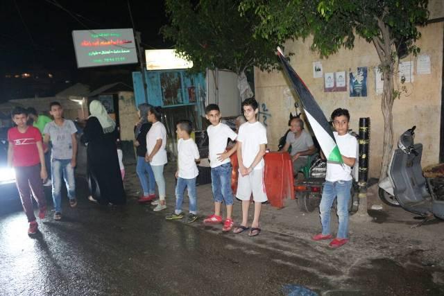 الشعبية في مخيم البرج تحتفي بعملية