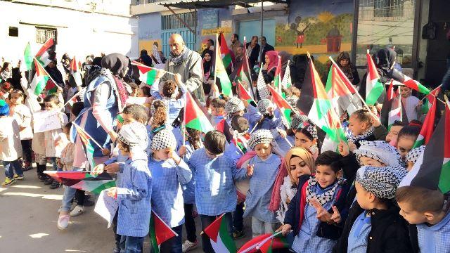 مسيرة لطلاب مدارس الأنروا في مخيم عين الحلوة استنكارا لقرار ترامب