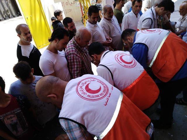 جمعية الهلال الأحمر الفلسطيني تستهدف رواد مسجد الناصر صلاح الدين في حملة قياس الضغط والسكر