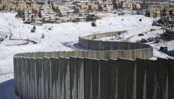 كيف يستولي العدو على القدس: يهود أكثر وفلسطينيون أقل