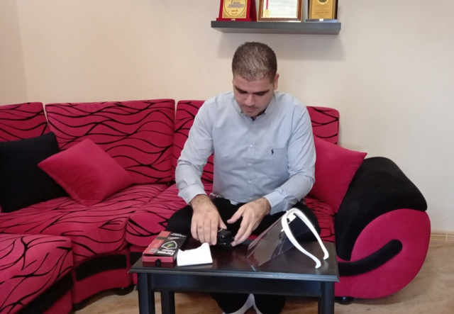 عامر درويش... فلسطيني من لبنان يخترع جهازاً ضدّ كورونا