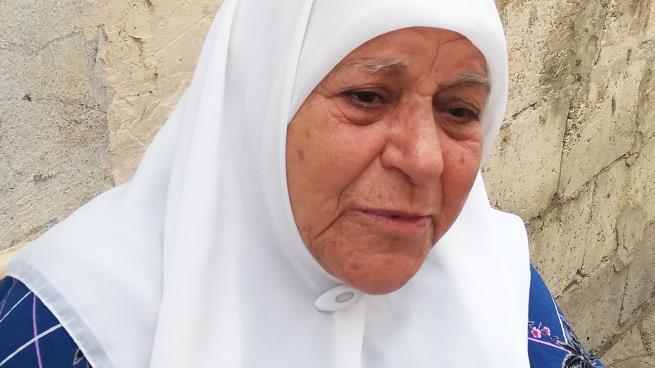 عائشة قبلاوي... تفتقد أحلاماً تركتها قرب البحر