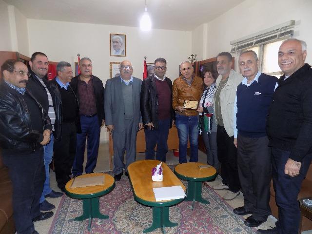 لجنة الأسرى في الجبهة الشعبية تكرم الدكتورة انتصار خضر الدنّان