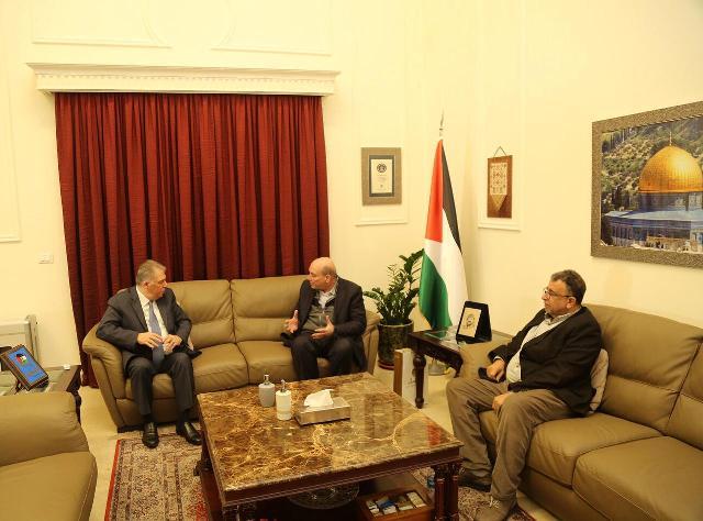 الجبهة الشعبية لتحرير فلسطين تلتقي بالسفير أشرف دبور