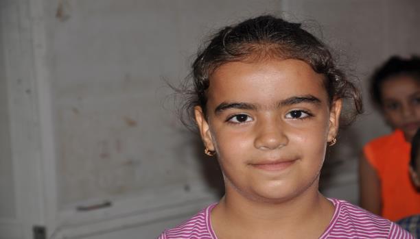 آية إبراهيم صارت وحيدة بعد موت أبيها في سورية- انتصار الدّنّان