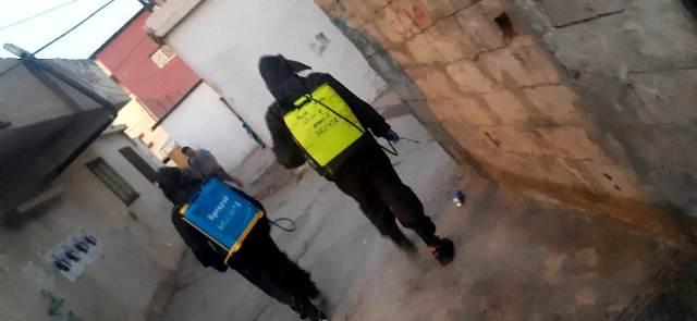 منظمة الشبيبة الفلسطينية تقوم برش المبيدات في مخيم الجليل
