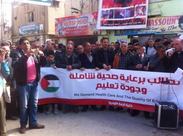 اعتصام في مخيم الجليل احتجاجًا على تقليص الأونروا لخدماتها