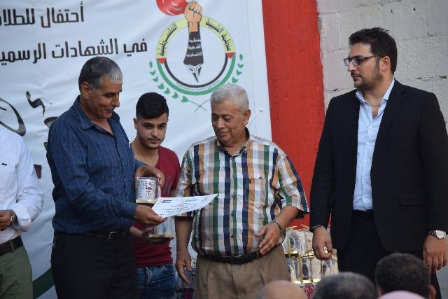 منظمة الشبيبة الفلسطينية في البارد تكرم الطلبة المتفوقين بالشهادات الرسمية والجامعية
