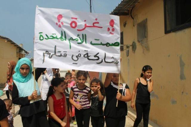 مسيرة تضامن لأطفال نهر البارد مع غزة