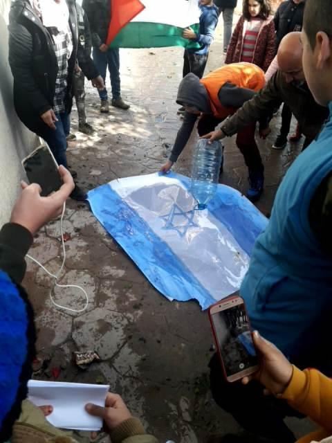 أطفال روضة غسان كنفاني في مخيم البداوي ينتفضون نصرة لفلسطين