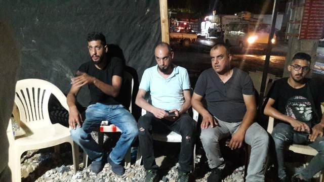 وفد من الجبهة الشعبية وجمعية الشفاء الطبية يزورون خيمة الاعتصام في مخيم