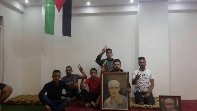 شباب من مخيم البداوي يعلنون الإضراب عن الطعام تضامنا مع الأسرى في سجون الاحتلال