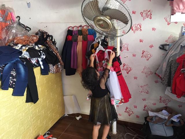 منظمة الشبيبة الفلسطينية توزع الملابس على الأطفال بمناسبة حلول عيد الأضحى المبارك