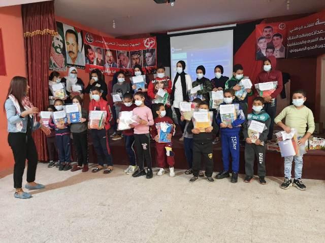 مركز الشباب الفلسطيني البرج الشمالي يقيم نشاطاً للأطفال و يوزع عليهم القرطاسية