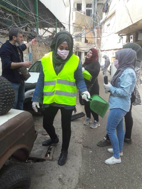 حملة نظافة في مخيم برج البراجنة ببيروت