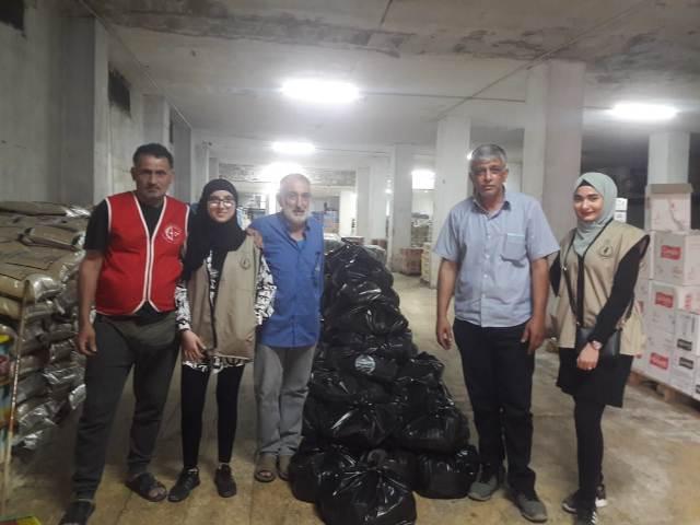 توزيع حصص غذائية في برج البراجنة في بيروت