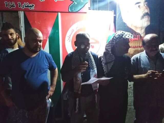 اللجان العمالية الشعبية في مخيم عين الحلوة تضيء الشموع بمناسبة الذكرى السنوية لاستشهاد القائد ( أبو علي مصطفى)