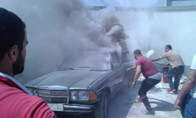 احتراق سياره بمجمع مدارس نهرالبارد، وسائقو الباصات والدفاع المدني أطفأوا الحريق