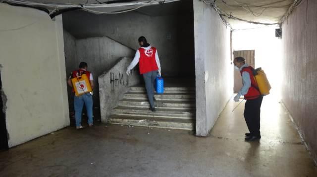اللجان العمالية الشعبية الفلسطينية في منطقة صيدا تستكمل حملة التعقيم والرش في مخيم عين الحلوة