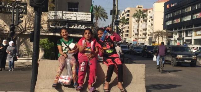 أطفال بعمر الورد في شوارع صيدا