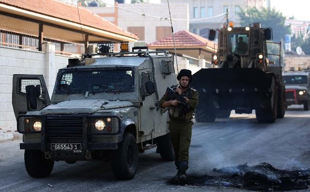 الاحتلال يعتقل 6 مواطنين بالضفة بينهم زوجة أسير
