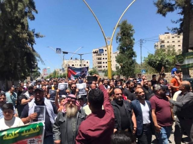الخليل: استمرار الاحتجاجات المطالبة بمحاسبة المسؤولين عن اغتيال نزار بنات