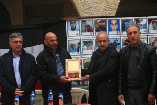 جبهة العمل الطلابي بجامعة القدس المفتوحة بغزة تنظم وقفة تضامنية مع القيادية جرار والأسيرات