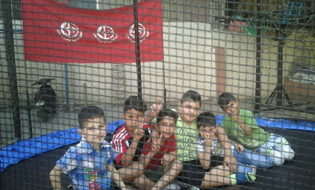 منظمة الشبيبة الفلسطينية تقيم يومًا ترفيهيًّا في ساحة الشهيد ناجي العلي