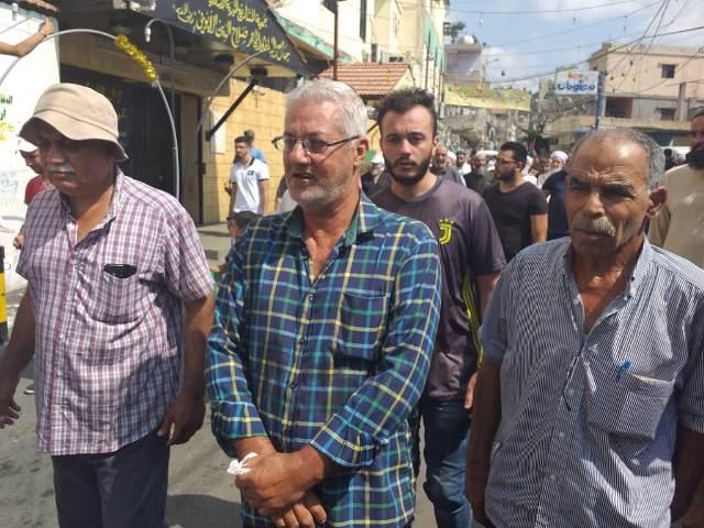 الفلسطينيون في مخيم عين الحلوة يواصلون احتجاجاتهم ضد قرار وزير العمل اللبناني