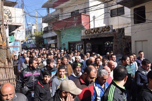 استمرار الاحتجاجات الشعبية في مخيم البرج الشمالي رفضا لسياسة ادارة الانروا الظالمة.