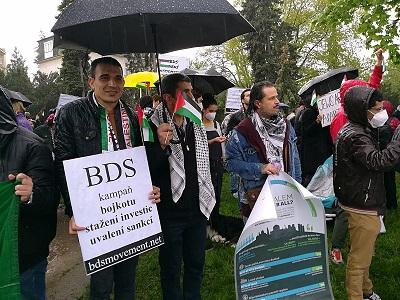وقفة احتجاجية أمام سفارة الكيان الصهيوني في العاصمة التشيكية براغ