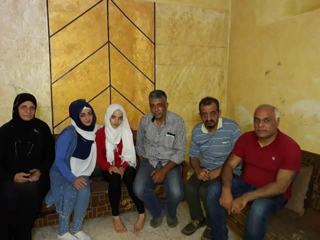 الشعبية في منطقة بيروت تزور الطفلة منار في منزلها بعد إطلاق سراحها